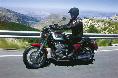 TRIUMPH THUNDERBIRD 900 (1993 2003) Review   MCN