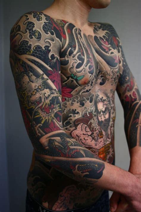 japanese full body tattoo meanings asiatischer stil massiver mehrfarbiger drache k 228 mpft gegen