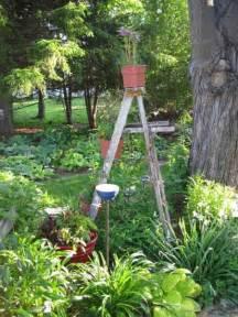 outdoor garden decorations made of old wooden ladders green garden decor ideas iroonie com