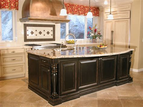 pictures of kitchens with islands high end tuscan kitchen islands this high end kitchen