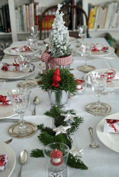einfache weihnachtstisch dekorationen gedeckter tisch weihnachten weihnachten