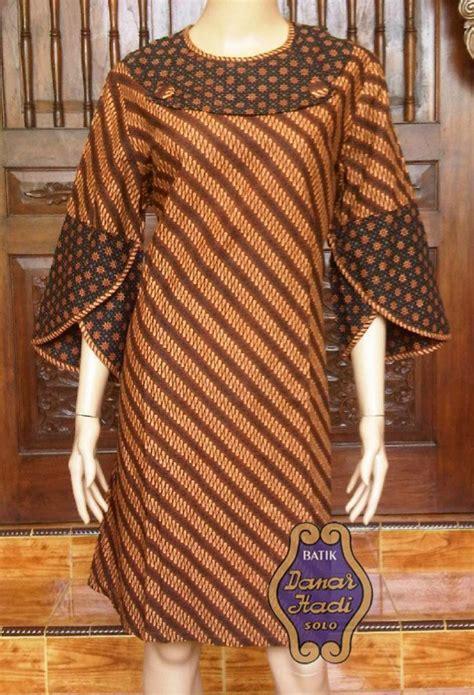 desain dress batik modern lengan panjang dengan panjang lengan 3 4 dan panjang dress selutut