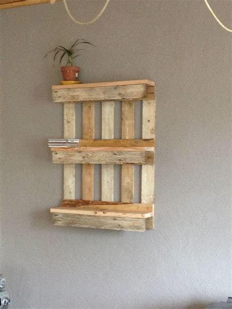 Bookshelf Out Of Pallets by Bookshelf Out Of Pallets Easy Pallet Ideas