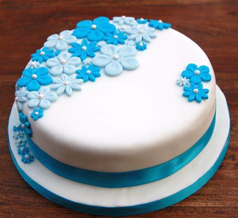 kuchen geburtstag birthday cake with blue flowers lovinghomemade