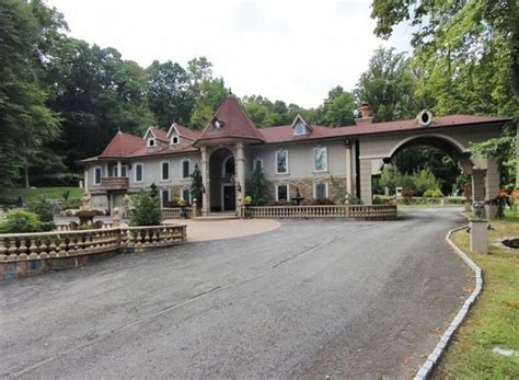giudice house teresa giudice drastically drops price of new jersey big house extravaganzi
