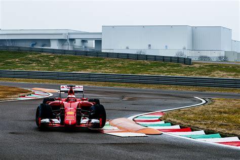fiorano pista test f1 raikkonen in pista a fiorano con giovinazzi