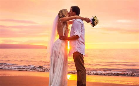 new married couple wallpaper hd kiss at sunset cute couple marriage newly married images