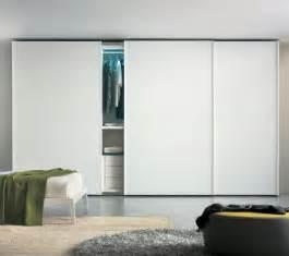 weisser kleiderschrank wei 223 er kleiderschrank im schlafzimmer moderne designs