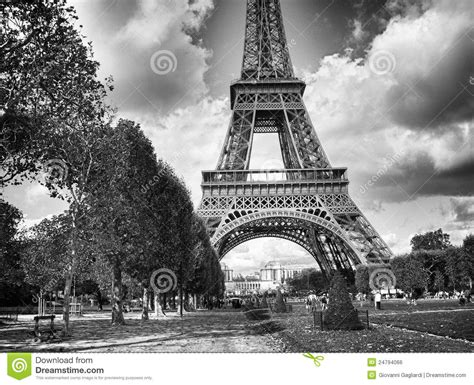 imagenes de la torre eiffel en blanco y negro vista blanco y negro dram 225 tica de la torre eiffel