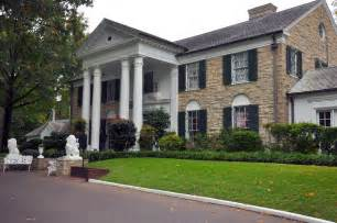 touring graceland home of elvis in