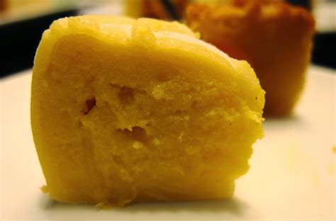 Moon Cake Durian Telur 1 best restaurant to eat malaysian food travel durian moon cake snow skin by royal gourmet