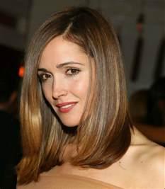 frisuren lange haare seitenscheitel schulterlange frisuren die perfekte l 228 nge f 252 r das haarstyling