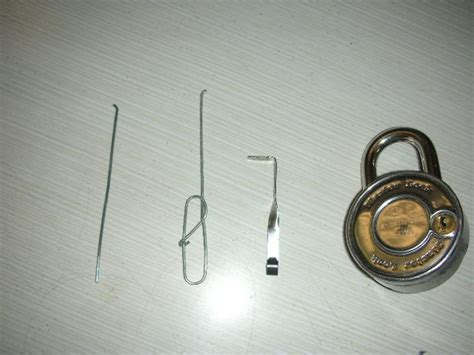 How To Make A Lockpick Out Of Paper - the only real paperclip lockpick