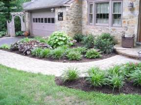 Small landscaping house design with paving block walkway and small