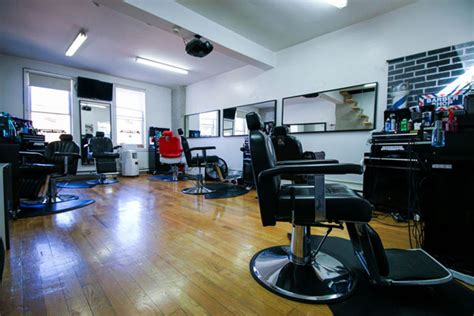 barber downtown toronto barber shop haircut razor shave and hot towel massage