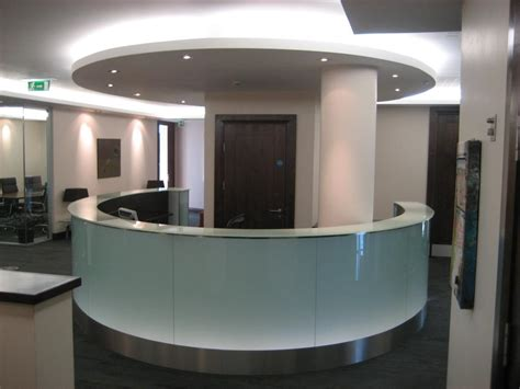 8 Ways To Use Glass Into The Office Bear Glass Blog Glass Reception Desk