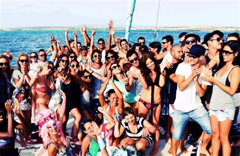 catamaran ibiza fiesta barco catamaran 150 personas ibiza