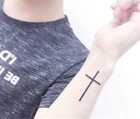 imagenes de tatuajes de una crus christian cross tattoo on the wrist