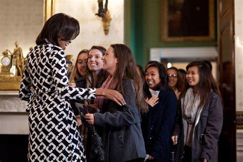 white house tours obama photos first lady michelle obama surprises white house