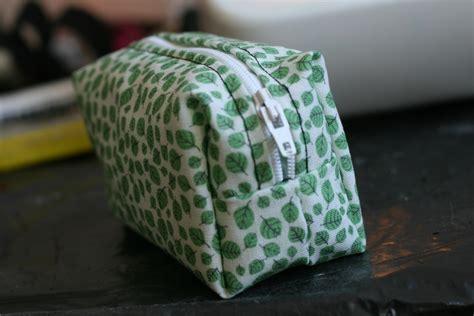 pouch    fabric     zipper