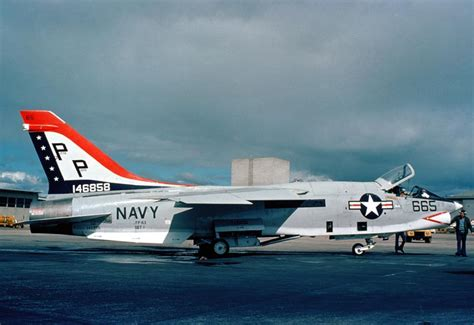 libro vought f 8 crusader development vought f 8 crusader carrier borne naval fighter aicraft image pic22
