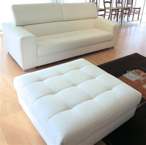 pouf divani divano tre posti con pouf grande in ecopelle bianco