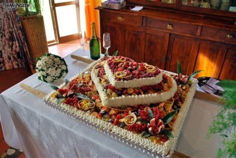 torta a forma di casa prelibata torta nuziale fatta in casa a forma di cuore