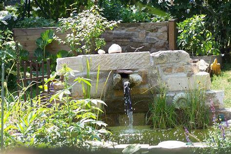 garten teich brunnen quelle topfpflanzen begruenung - Garten Quelle