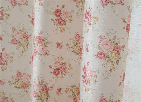 rideaux et voilages petites fleurs roses style jardin