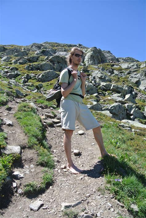 132525195x pieds nus dans la montagne qui suis je trek salam montagne