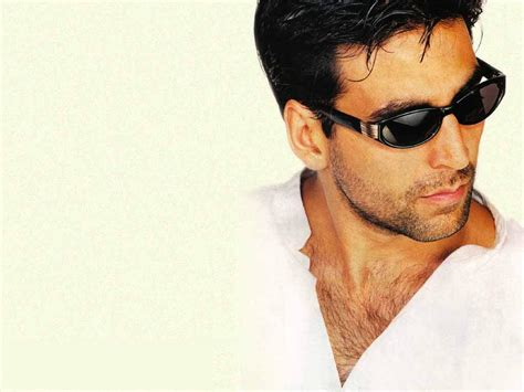 Images & Songs: Introduction Of Akshay Kumar