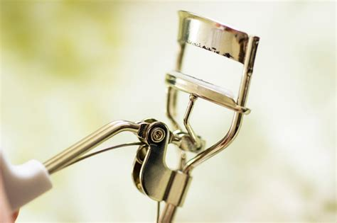 M F Eyelash Curler mechanical eyelash curler paperblog