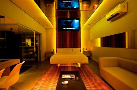deckenspiegel schlafzimmer futuristische schlafzimmer designs 26 originelle