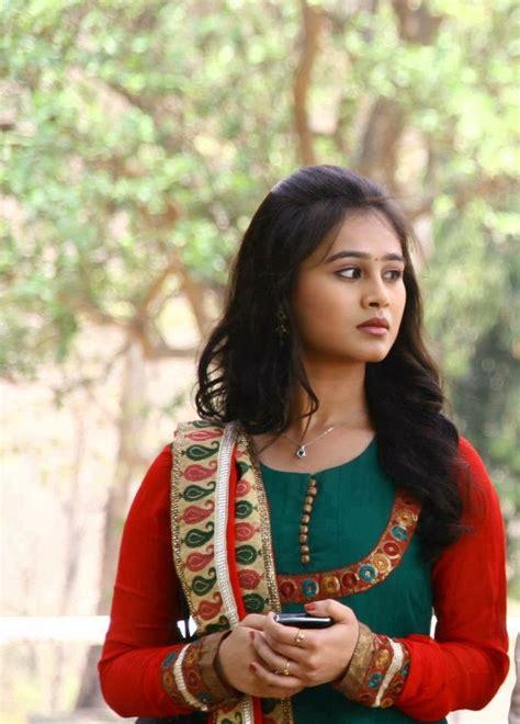 heroine wallpaper shayari marathi actress heroine mrunal dusanis wallpapers