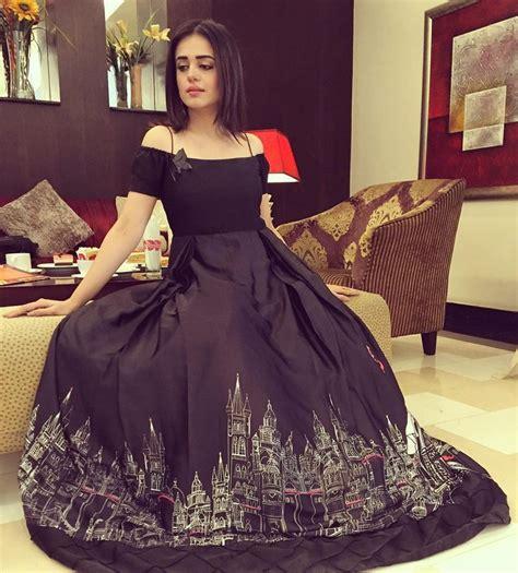 sumbul iqbal   simple dresses pakistani dresses