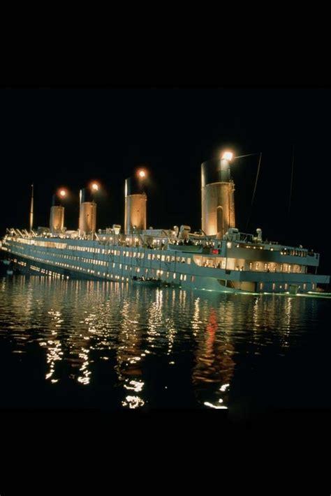 titanic boat sinking movie titanic sinking on pinterest titanic ship history