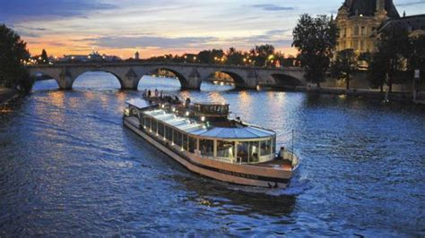 paris boat trip dinner bistro style seine river dinner cruise on the go tours