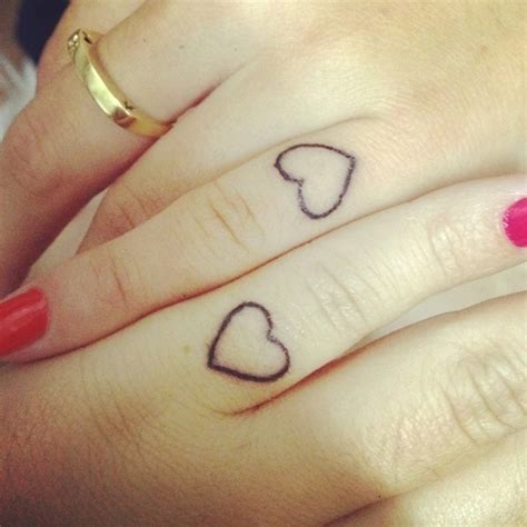 tattoo on pinky finger pain 21 best images about sister tattoos on pinterest keith