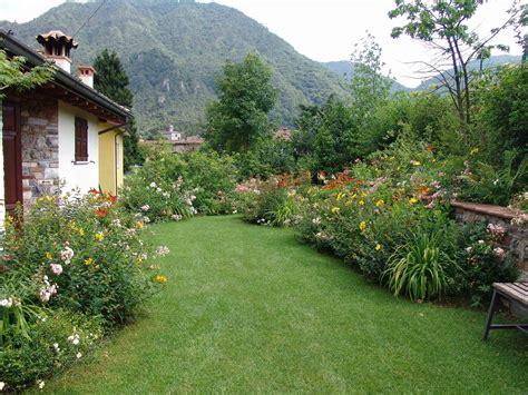 piccolo giardino un piccolo giardino dai colori vibranti giardini paghera