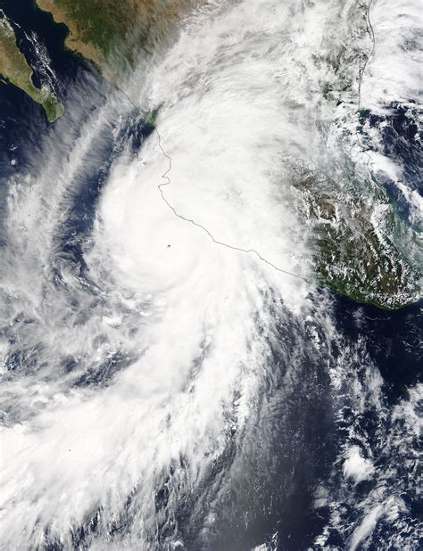 imagenes reales del huracan patricia hurricane patricia photos and video from space