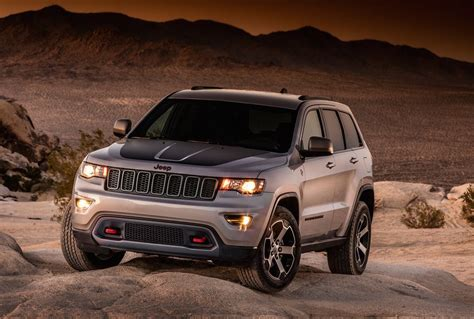 jeep grand cherokee custom 2017 jeep grand cherokee trailhawk leaks out early