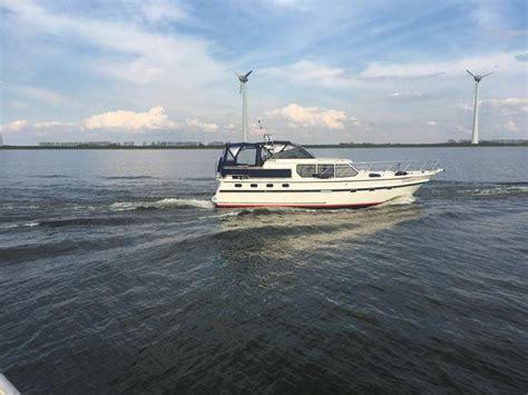 urk zeilboot huren yacht charter urk verhuurt prachtige motorboten vanuit