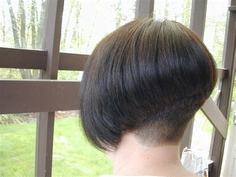 photos of the back of short angled bob haircuts angled bob pictures show front and back view how to cut