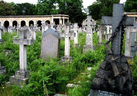 Superior One Church Longwood #2: United_Kingdom_-_England_-_London_-_Brompton_Cemetery.jpg