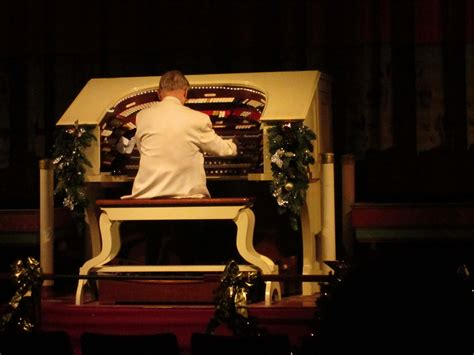 Organ Concert Brings To Audiences White At The Heights Theater