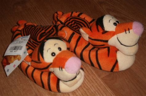 tigger slippers free nwt toddler size l 9 10 tigger slippers other