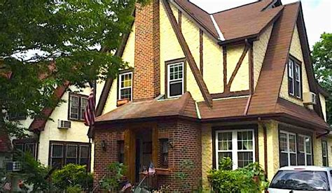 trumps hpuse in new york donald trump s boyhood home in queens new york is up for