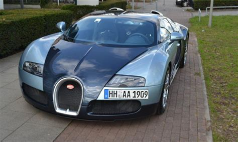 hire the bugatti veyron aaa