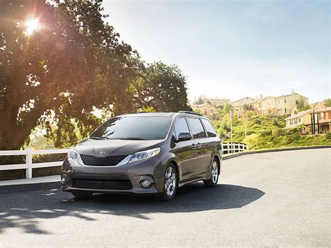 Comfortable Car by 6 Most Comfortable Minivans For 2015 Autobytel