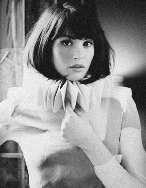 chin length blunt hairstyles chin length bob with bangs cut off pinterest chin
